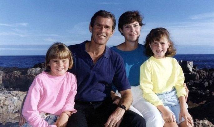 صور جورج بوش مع بناته